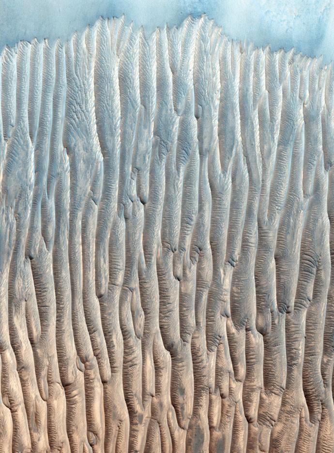 Um maciço de 128 cordilheiras moldadas pelo vento pode ser visto nesta imagem de um vale (Foto: Nasa)