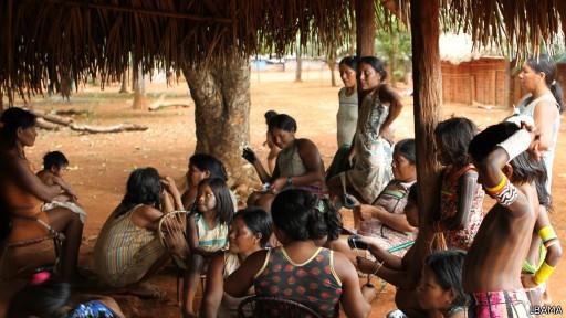 Moradores da região dizem que o garimpo poluiu os rios e reduziu drasticamente o número de peixes (Foto: Ibama/BBC)
