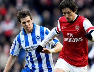 Tomas Rosicky arsenal Dean Hammond Brighton and Hove Albion (Foto: Agência Getty Images)