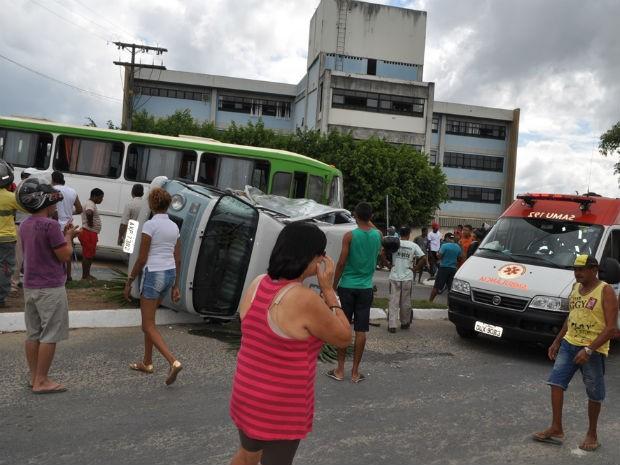 Turistas estrangeiros ficam feridos em acidente em Itamaraju, na Bahia (Foto: Danuse Cunha / Itamaraju Notícias)