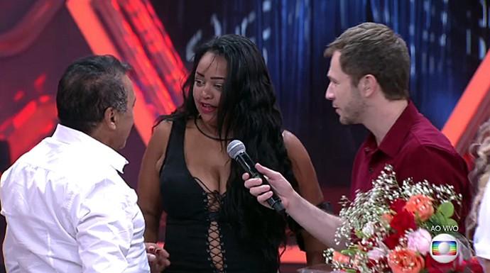 Elis é pedida em casamento no palco do BBB (Foto: TV Globo)
