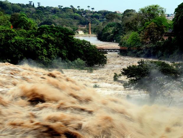 Salto do Rio Piracicaba, em 2009, durante período de cheia (Foto: Bolly Vieira/Arquivo pessoal)
