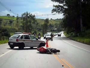 Acidente deixa um morto e quatro feridos na BR-459 (Foto: Luciano Lopes - TV F5.com)