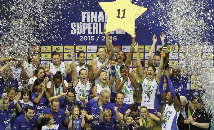 Rio de Janeiro celebra 11º título da Superliga feminina de vôlei (Foto: Inovafoto/CBV)