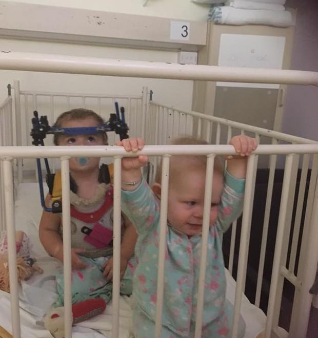 As duas filhas juntas (Foto: Reprodução)