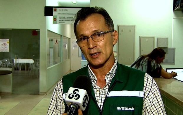 Responsável pelo setor de controle à tuberculose Francisco Costa explica sobre a doença (Foto: Acre TV)