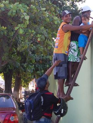 Moradores de Pilar, treino do Botafogo-PB (Foto: Lucas Barros / Globoesporte.com/pb)