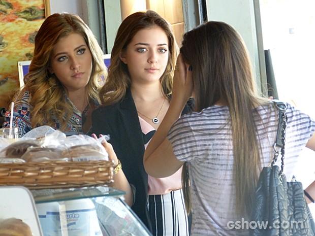 Sofia e Flaviana mandam o maior caô para Drica (Foto: Malhação / TV Globo)