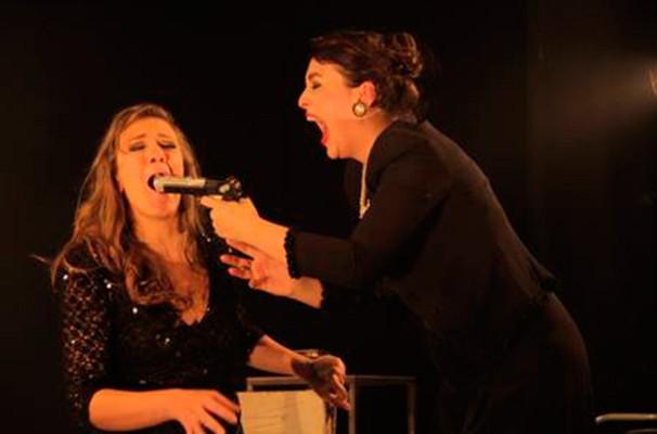 Bia Guedes, Mariana Consoli em cena do espetáculo (Foto: Ananda Campana)
