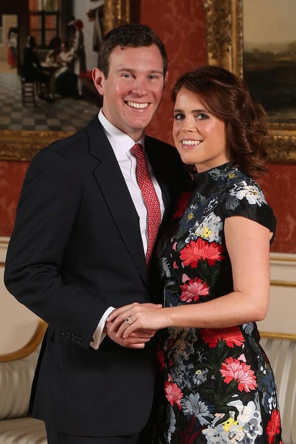 A Princesa Eugenie, neta da Rainha Elizabeth 2ª, com o noivo e seu anel (Foto: Getty Images)