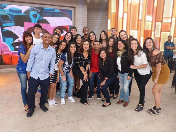 Plateia que participou do programa tira foto com a Fátima  (Foto: Tiele Nicolini/Gshow)