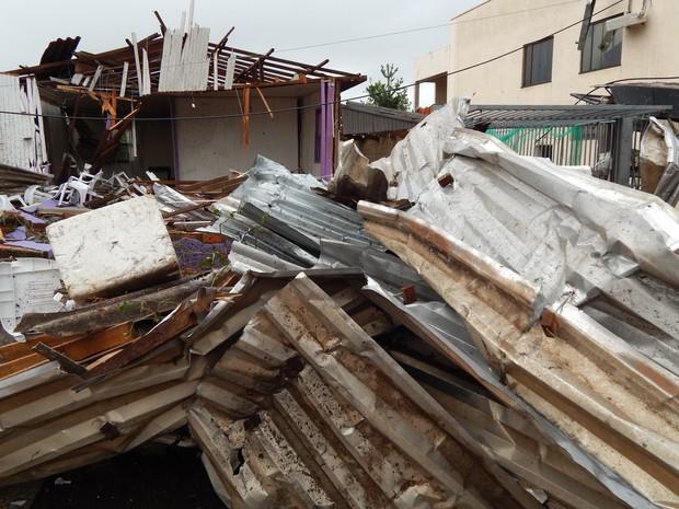 Cerca de 2,6 mil residências foram atingidas pela passagem do tornado (Foto: Laion Espíndula/G1)
