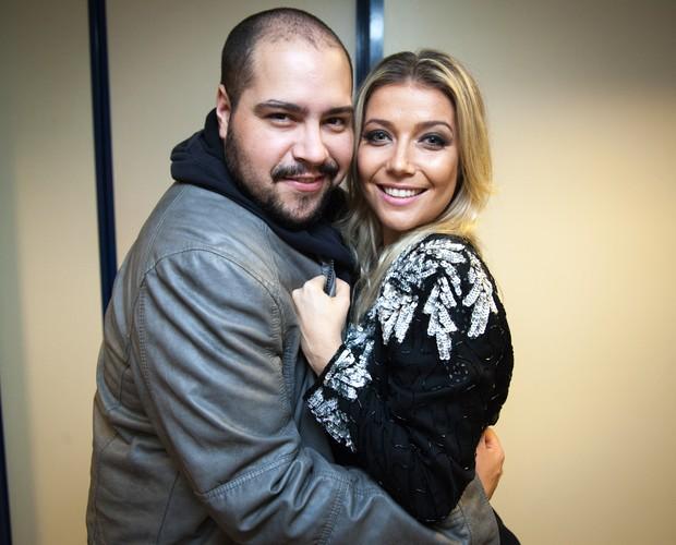Luiza Possi e Tiago Abravanel nos bastidores do SuperStar (Foto: Fabiano Battaglin/Gshow)