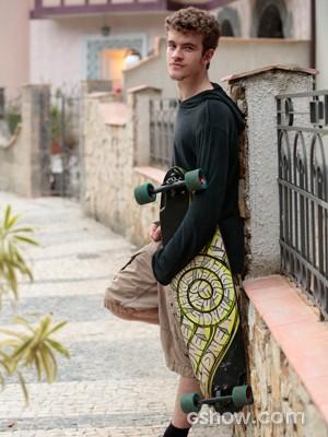 Diferente do personagem, Vitor prefere bicicleta ao skate (Foto: Felipe Monteiro / TV Globo)