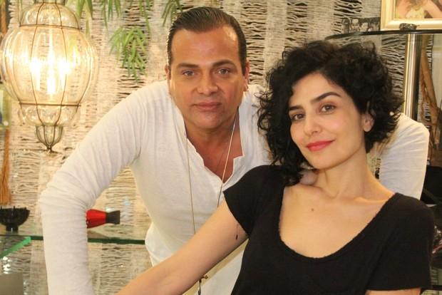 Letícia Sabatella com o cabeleireiro Flávio Priscott (Foto: Rodrigo dos Anjos / AgNews)