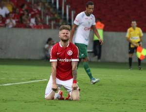 Eduardo Sasha lamenta gol desperdiçado pelo Inter