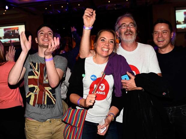 Apoiadores da campanha 'Não' reagem com festa e alegria ao resultado da apuração do referendo na Escócia. (Foto: Dylan Martinez / Reuters)
