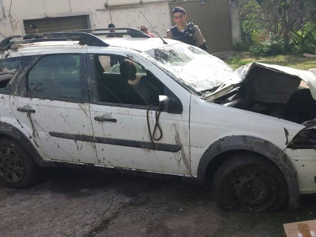 Divinópolis, carro, rio, roubo, adolescente, fuga (Foto: Polícia Militar/Divulgação)