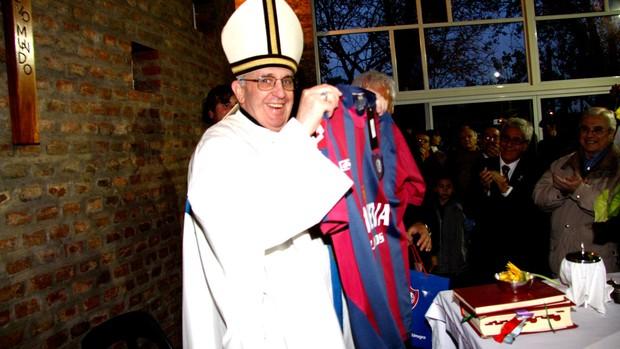 Jorge Mario Bergoglio Papa Francisco I camis san lorenzo (Foto: Agência Reuters)