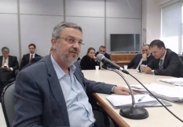 O ex-ministro Antonio Palocci presta depoimento ao juiz Sérgio Moro no âmbito da Lava Jato (Foto: Reprodução/TV Globo)