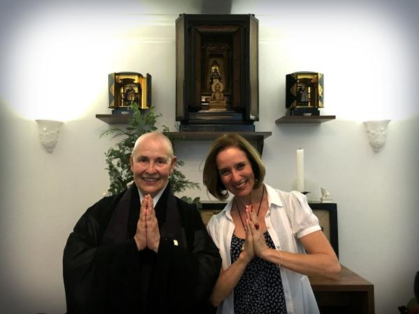 A repórter Edlaine Garcia conversou com a monja budista Coen. (Foto: Divulgação EPTV)