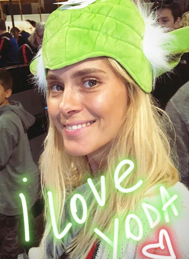 Carolina Dieckmann posa com chapéu de Mestre Yoda (Foto: Reprodução/Instagram)
