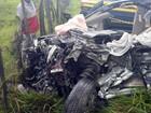 Mãe e filho morrem após batida entre carro e caminhão na BR-101, na Bahia