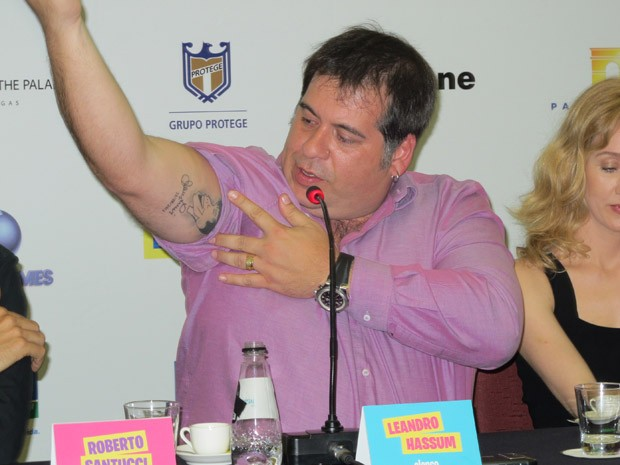 Leandro Hassum mostra tatuagem com caricatura de Jerry Lewis feita em homenagem ao ator americano, com quem contracena em 'Até que a sorte nos separe 2' (Foto: Cauê Muraro)