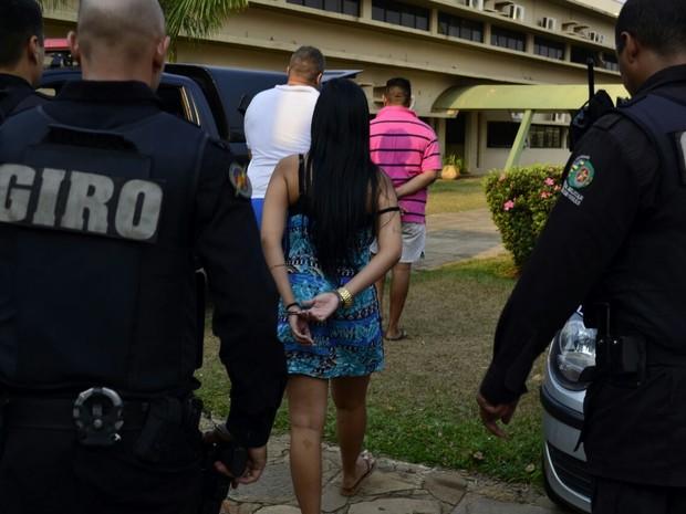 Homem apontado como um dos líderes de associações criminosas no Ceará e no Nordeste foi preso; mulher e segurança também foram detidos (Foto: André Saddi)