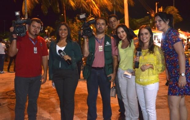 Equipe da TV Roraima se preparando para cobertura ao vivo (Foto: Vanessa Lima/G1)