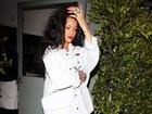 Rihanna usa camisão e botas de cano alto para jantar
