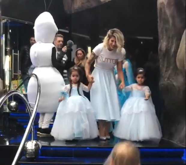 Dani Souza e as filhas, Rafaella e Sophia (Foto: Reprodução)