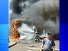 Ônibus de estudantes pega fogo e mobiliza bombeiros em Ibitinga