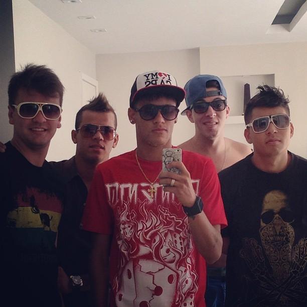 Neymar compara parças com 'One Direction' (Foto: Reprodução / Instagram)