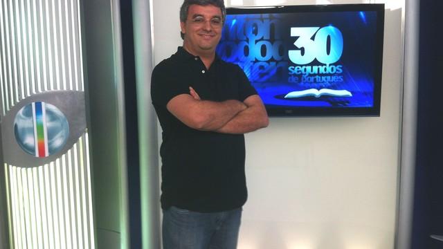 Inter TV Grande Minas lança novo quadro '30 Segundos de Português', com o professor Eliezer Guimarães (Foto: Ana Carolina Caldeira/Rede Inter TV)