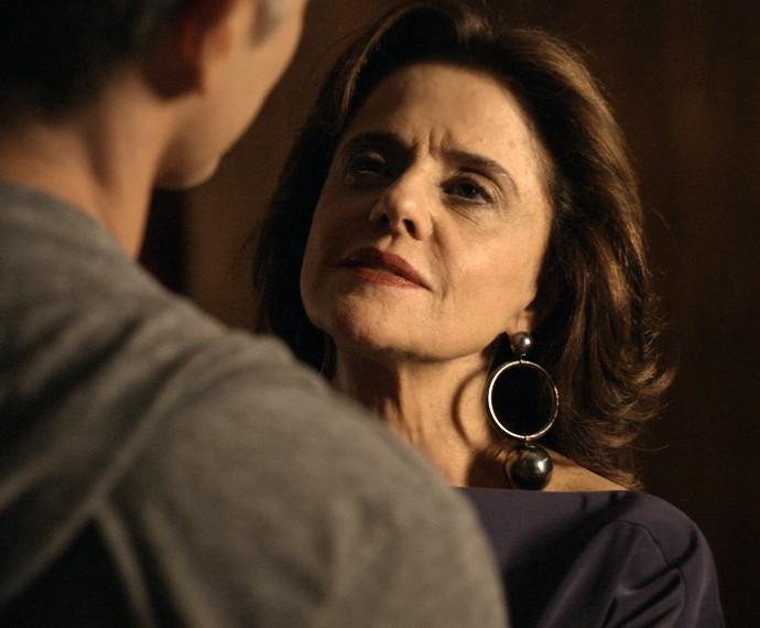 Fanny surpreende Anthony em conversa (Foto: TV Globo)