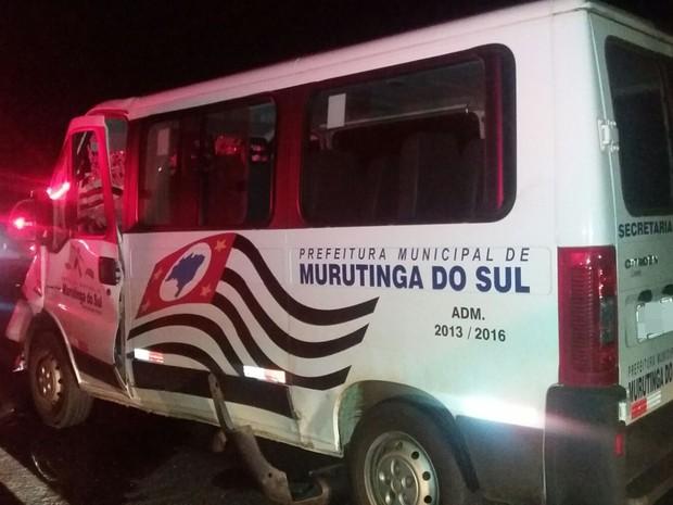 Animal invadiu a rodovia e acabou atingindo a lateral do veículo. Rio Preto (Foto: Divulgação/ Polícia Rodoviária)