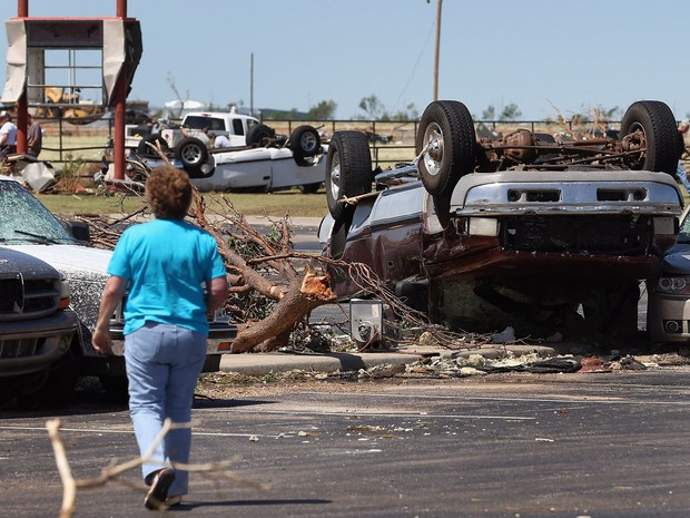 Tornado danifica carros em El Reno, Oklahoma. (Foto: Joe Raedle/Getty Images/AFP)