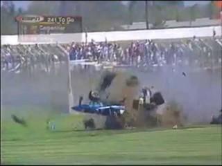 Carro de Greg Moore em acidente em Fontana 1999 (Foto: Reprodução)