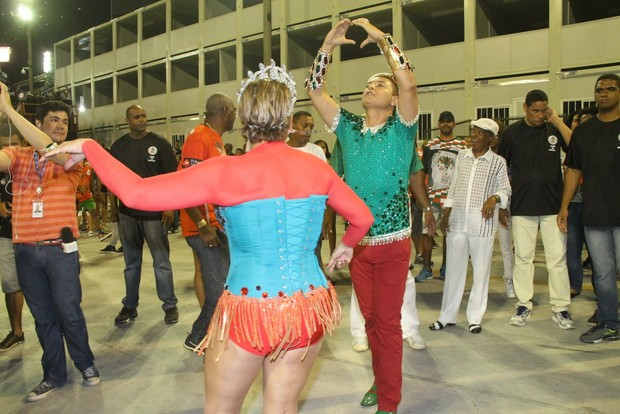 David Brazil e Susana Vieira no ensaio técnico da Grande Rio na Marquês de Sapucaí, no Centro do Rio (Foto: Thyago Andrade/ Foto Rio News)
