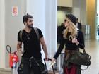 Bruno Gagliasso e Giovanna Ewbank são clicados em aeroporto