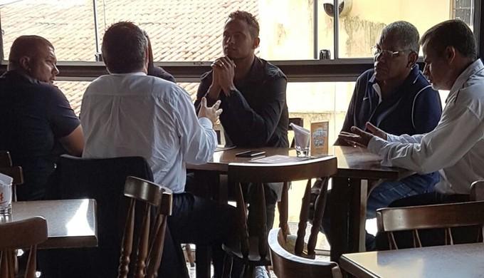 Goleiro Bruno Fernandes se reúne com a diretoria do Boa Esporte (Foto   Reprodução   c0bec6be6de39