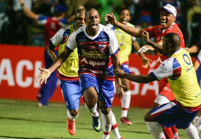 Robert comemora gol contra o Icasa (Foto: Tuno Vieira/Agência Diário)