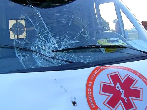 Ambulância do Samu atropela e mata homem na BR-101