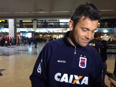 Giancarlo lamenta os grandes problemas financeiros do Paraná (Foto: Ana Helena Goebel)