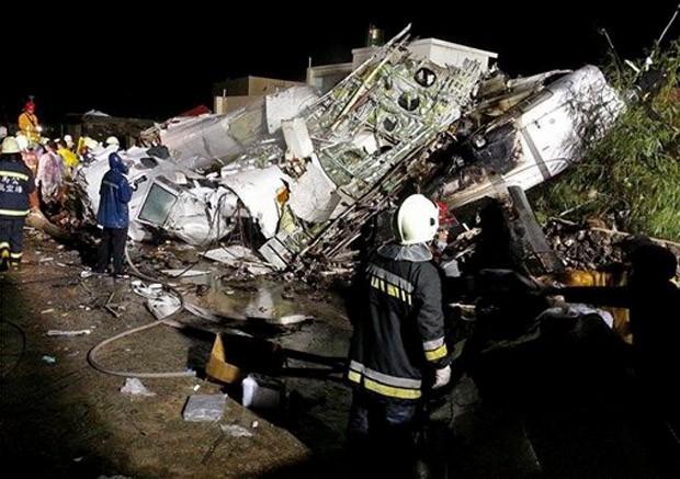 Avião faz pouse de emergência em Taiwan (Foto: AP)