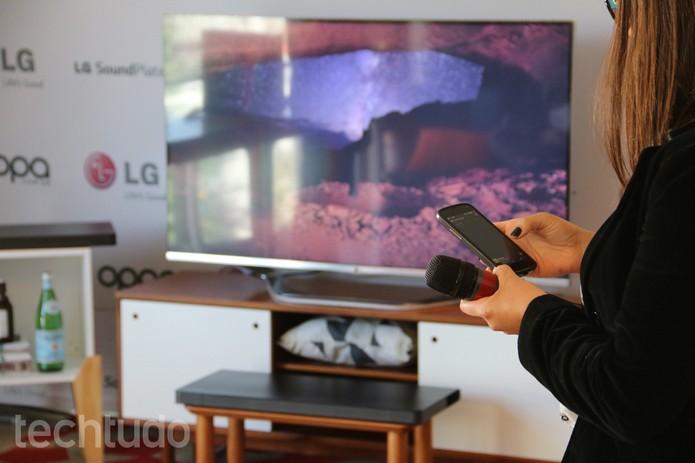 LG Soundplate permite ouvir músicas do celular via Bluetooth (Foto: TechTudo/Fabricio Vitorino)