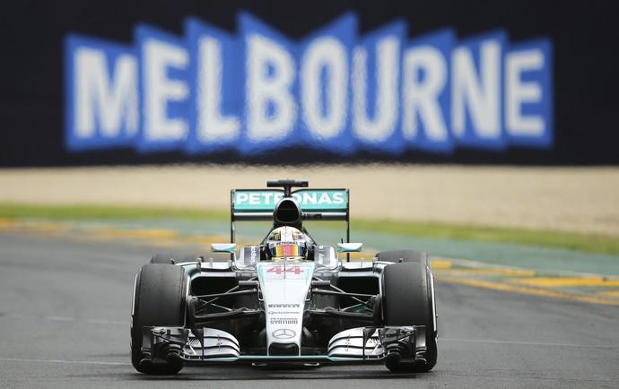 Lewis Hamilton treino GP Austrália - AP (Foto: AP)