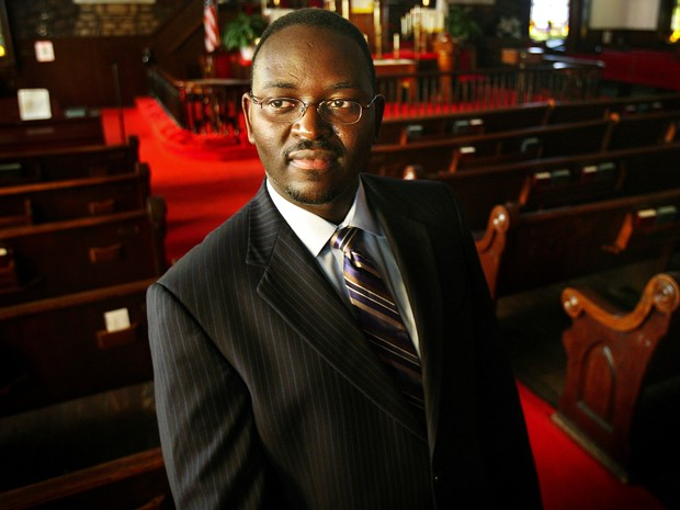 O senador e reverendo Clementa Pinckney em foto de 22 de novembro de 2010 (Foto: Grace Beahm/The Post and Courier via AP)