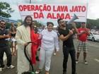 Grupo de evangélicos faz 'Lava Jato da alma' em bloco do DF
